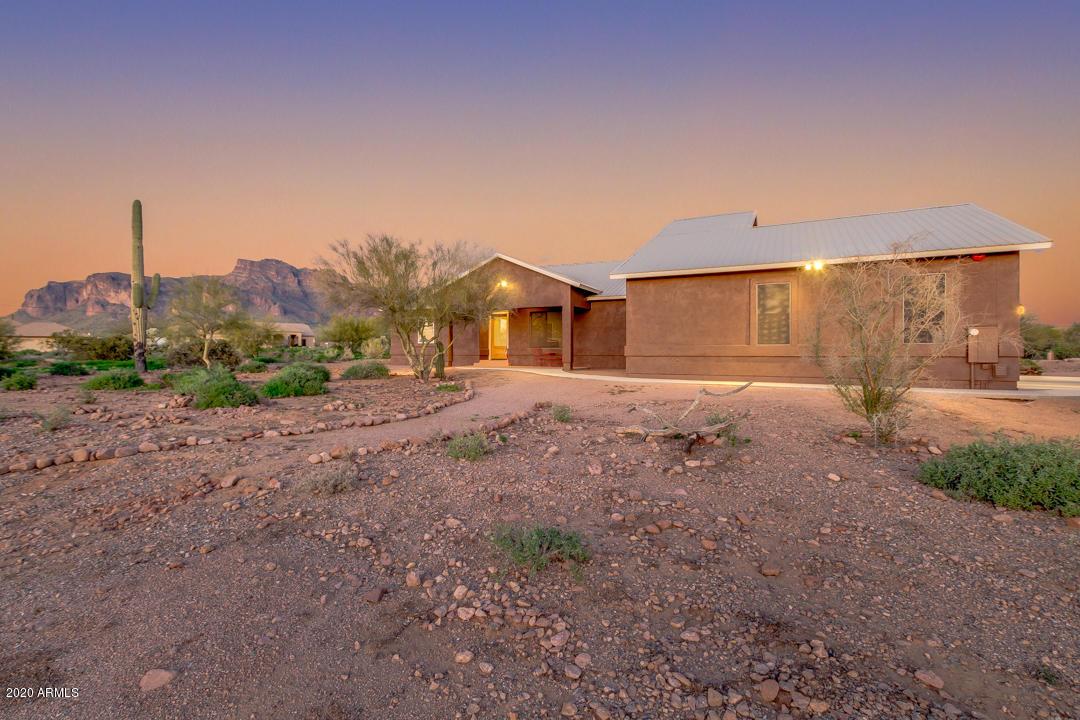 Photo of 2075 S GERONIMO Road, Apache Junction, AZ 85119