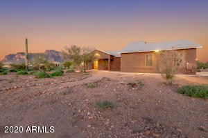 2075 S GERONIMO Road, Apache Junction, AZ 85119