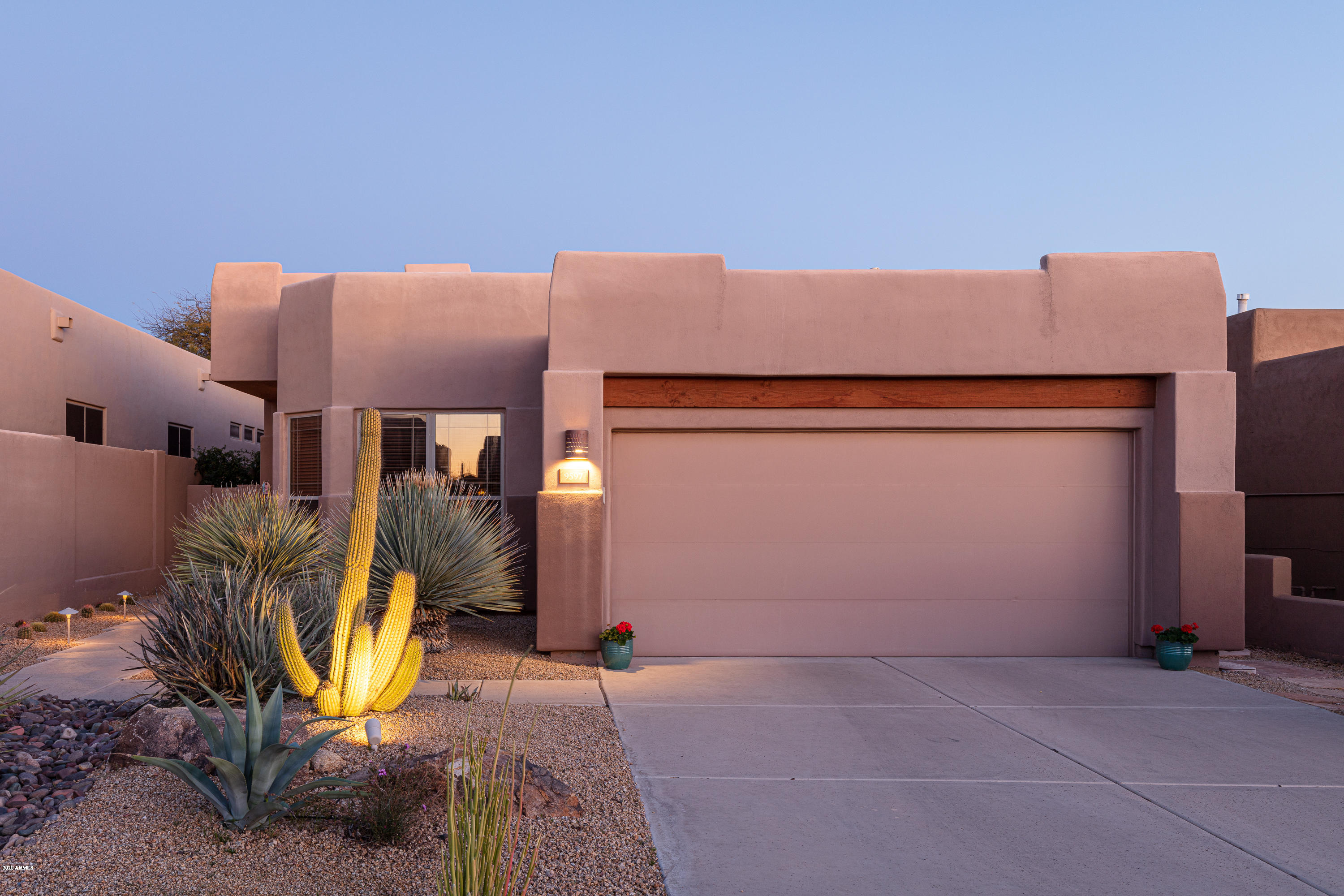 Photo of 9597 E CHUCKWAGON Lane, Scottsdale, AZ 85262