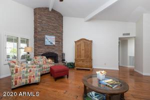 Scottsdale, El Paseo, patio home, vaulted ceilings, pool, McCormick Ranch