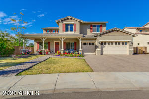 Front Elevation - Large interior corner Cul-de-sac lot for tons of privacy.