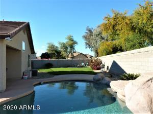 Fun, fun,fun for family and friends! Fantastic pool with waterfall.