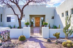 Southwest style w/contemporary flare - Beautifully remodeled!