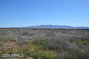 4035 W Yucca Lane, -