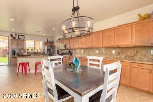Kitchen/Eat In Breakfast Room with sliding door to side courtyard!