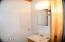 Bathroom on main level - Second Cabin