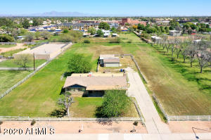 37 S LINDSAY Road, Gilbert, AZ 85296