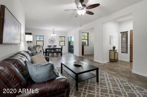 3656 E COVEY Lane, Phoenix, AZ 85050