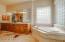 7th bedroom (2nd master bathroom)
