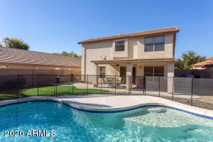 Fully furnished home mins to hundreds of local Desert Ridge entertainment options!