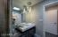 Guest en suite bath w/shower