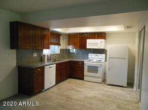 2922 E CLARENDON Avenue, Phoenix, AZ 85016