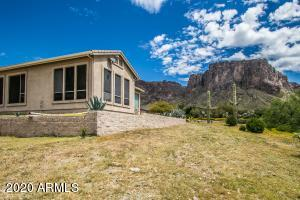 2564 N CHARLEBOIS Road, Apache Junction, AZ 85119