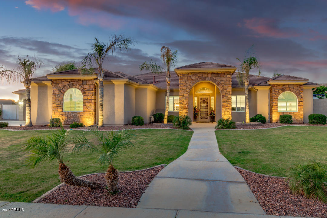 Photo of 7126 E GRANDVIEW Street, Mesa, AZ 85207