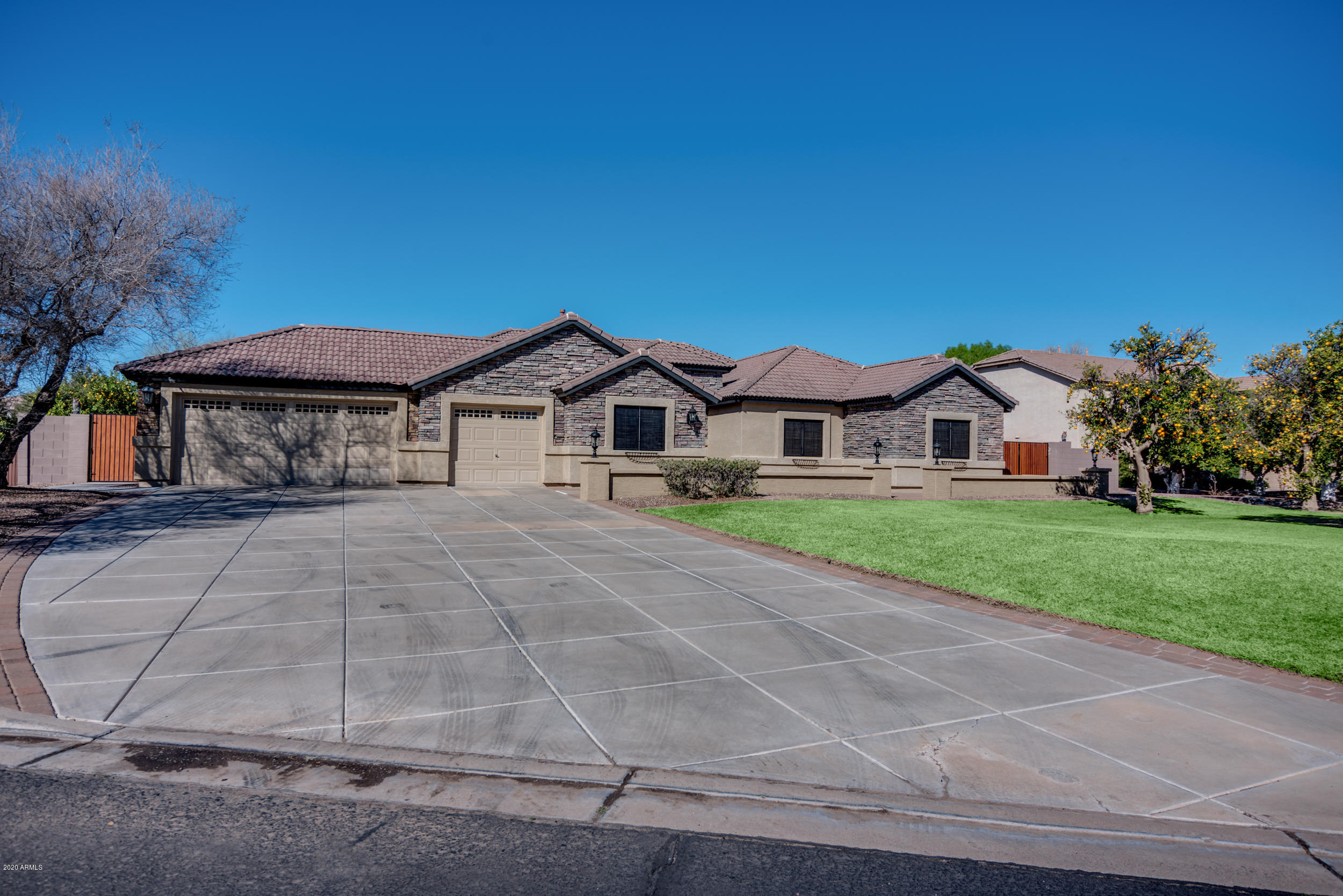 Photo of 4320 E FOUNTAIN Circle, Mesa, AZ 85205