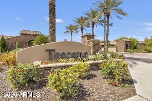 Prestigious Toscana gated entrance on Rural