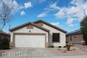 CLEAN, Move-in ready low maintenance living in great location!
