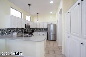 17537 W WANDERING CREEK Road, Goodyear, AZ 85338