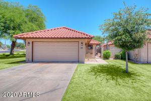 5202 E HALF MOON Drive, Phoenix, AZ 85044