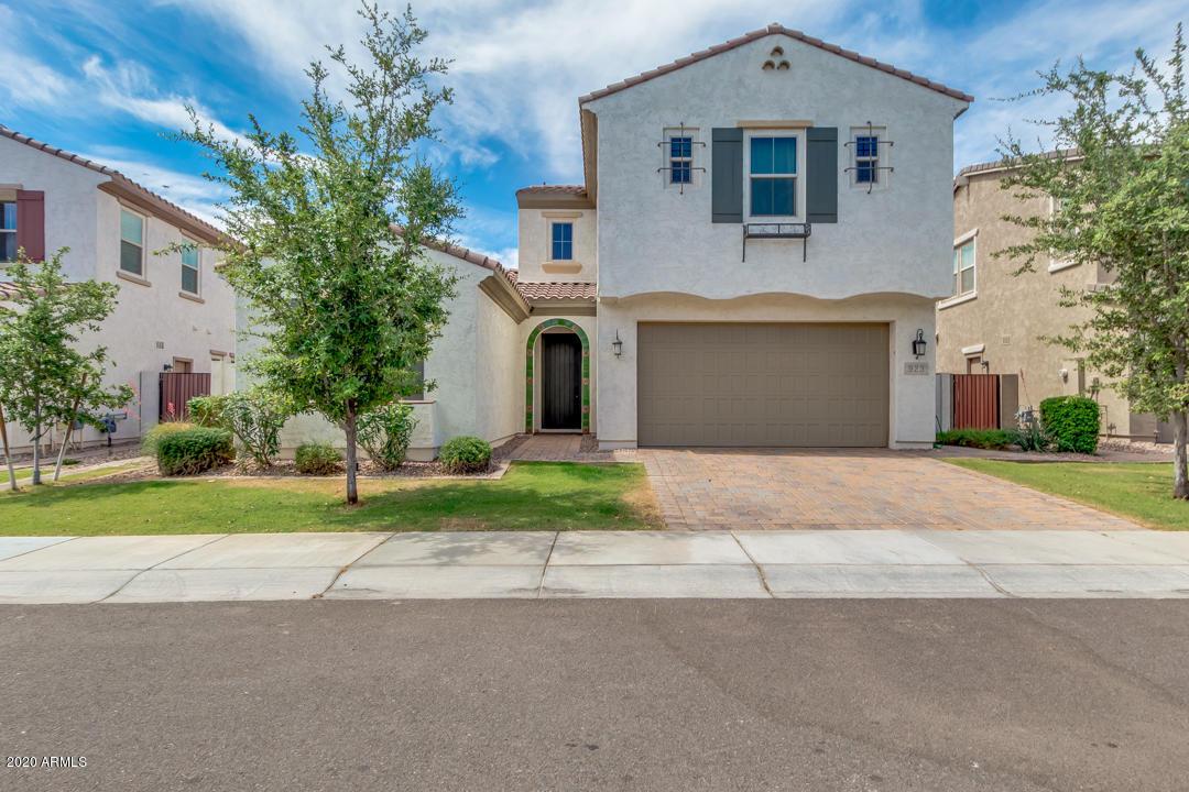 Photo of 923 W YELLOWSTONE Way, Chandler, AZ 85248