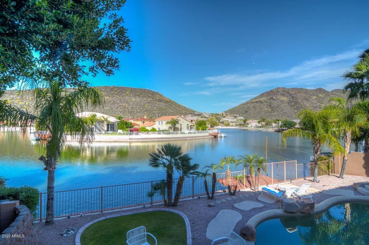 Photo of 5522 W ARROWHEAD LAKES Drive, Glendale, AZ 85308