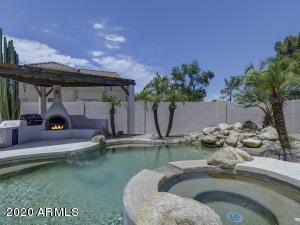1442 N CLIFFSIDE Drive, Gilbert, AZ 85234