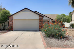 Great home located in a golf course community. It offers you 3 bedrooms, 2 full baths, 1470 square feet, covered patio, & located near golf, parks, schools, restaurants, shopping & Westgate.