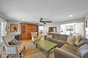 4827 E Weldon Avenue, Phoenix, AZ 85018