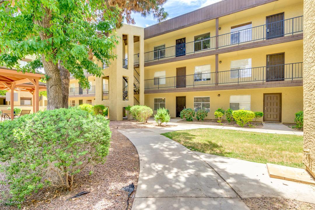 Photo of 461 W HOLMES Avenue #165, Mesa, AZ 85210