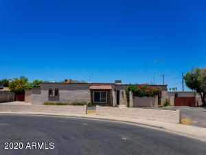 Located in the heart of Mesa, this wonderful 3 BD/2 BA home sits on an ENORMOUS lot, at the end of a cul-de-sac!