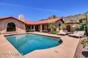 Amazing hillside home with beautiful mountain & city views!