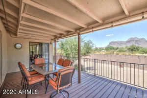 Large private backyard and viewing deck trex!