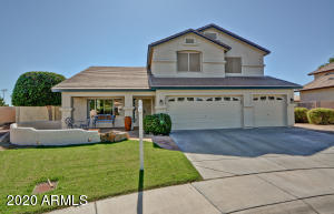 Gorgeous curb appeal and a cul-de-sac location!