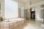 Master Bathroom w/separate walkin shower
