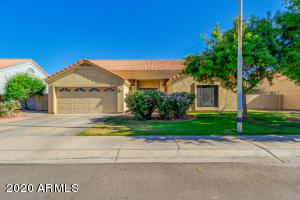 3913 E AMBERWOOD Drive, Phoenix, AZ 85048