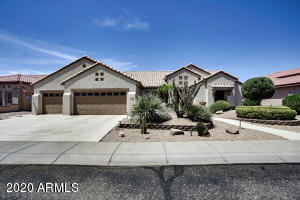 Enjoy this 3-car garage Stonecrest model in the highly desired Pinnacle area!!
