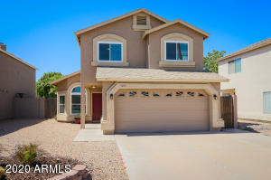 Beautiful 3 BD/2.5 BA Chandler home with gated pool, in Kyrene School District!