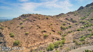 Option to purchase neighboring lot togher to creat the ulitmate family compound.