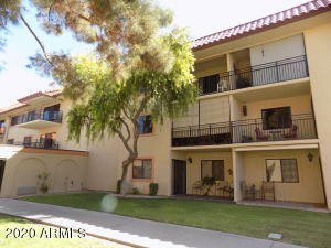 Condo faces a nice tree lined courtyard and the front of El Dorado