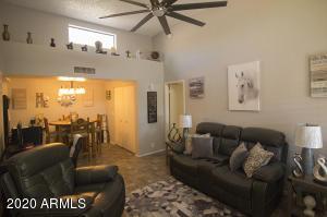 8940 W OLIVE Avenue, 19, Peoria, AZ 85345
