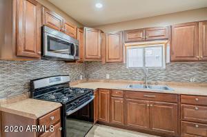 1321 E WELDON Avenue, Phoenix, AZ 85014