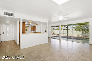 6856 E WINDSOR Avenue, Scottsdale, AZ 85257