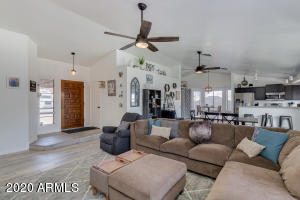 Beautiful, remodeled, move in ready home in Chandler!