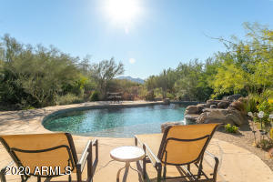 Beautiful mountain views on large private 1 acre lot in North Scottsdale