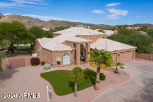Long private driveway, stunning mountain views.