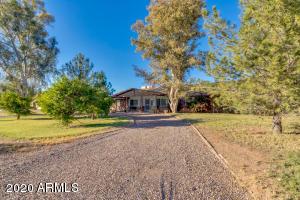 842 E HARWELL Road, Gilbert, AZ 85234