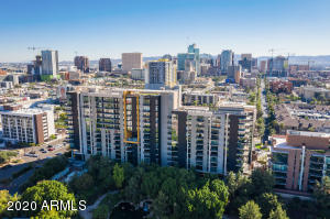 Downtown Phoenix, city and mountain views, 11th floor, Gas cooktop, concierge, fitness center, community pool