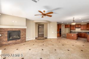 5135 W SADDLEHORN Road, Phoenix, AZ 85083