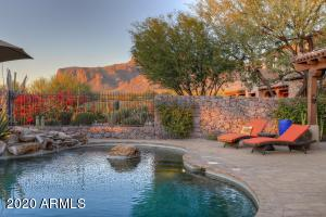 8048 E GREYTHORN Drive, Gold Canyon, AZ 85118