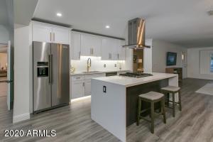 8335 E MONTECITO Avenue, Scottsdale, AZ 85251